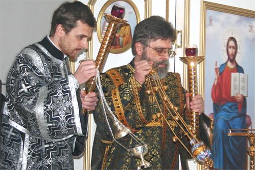 ДИАКОН Григорий Григорьев во время освящения храма